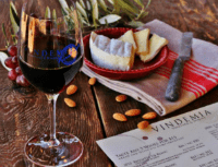 wineandalmonds